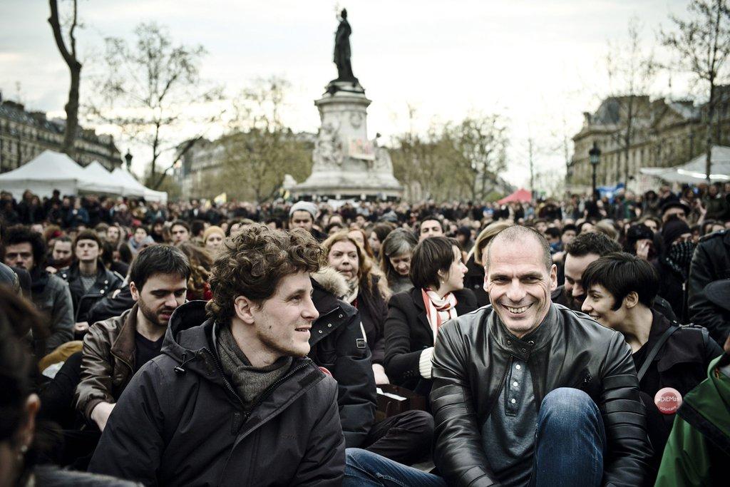 Sarà Emmanuel Macron il successore di Francois Hollande? - Pagina 2 YV-at-Nuit-Debout